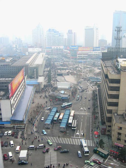 翌朝、ホテルから見た上海駅
